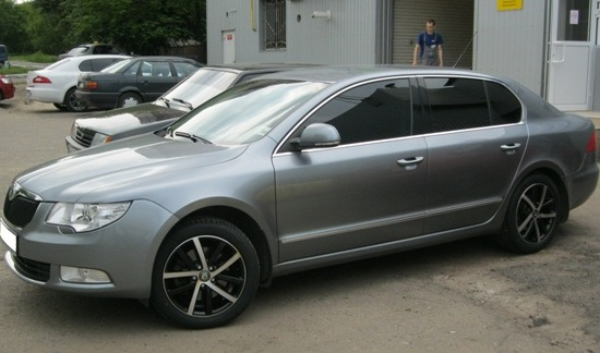 Skoda Superb WSP Italy Rheia (Dull black polished)